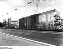 Der Erweiterungsbau (1. Teil, Gebäude 7) von der Autobahnseite