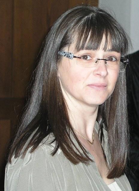 Frau Carmen Krämer